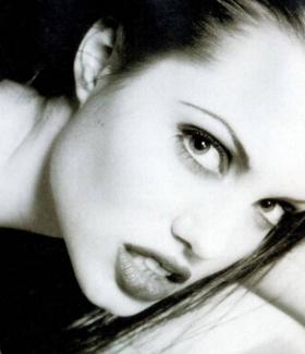 angelina-jolie-047-01