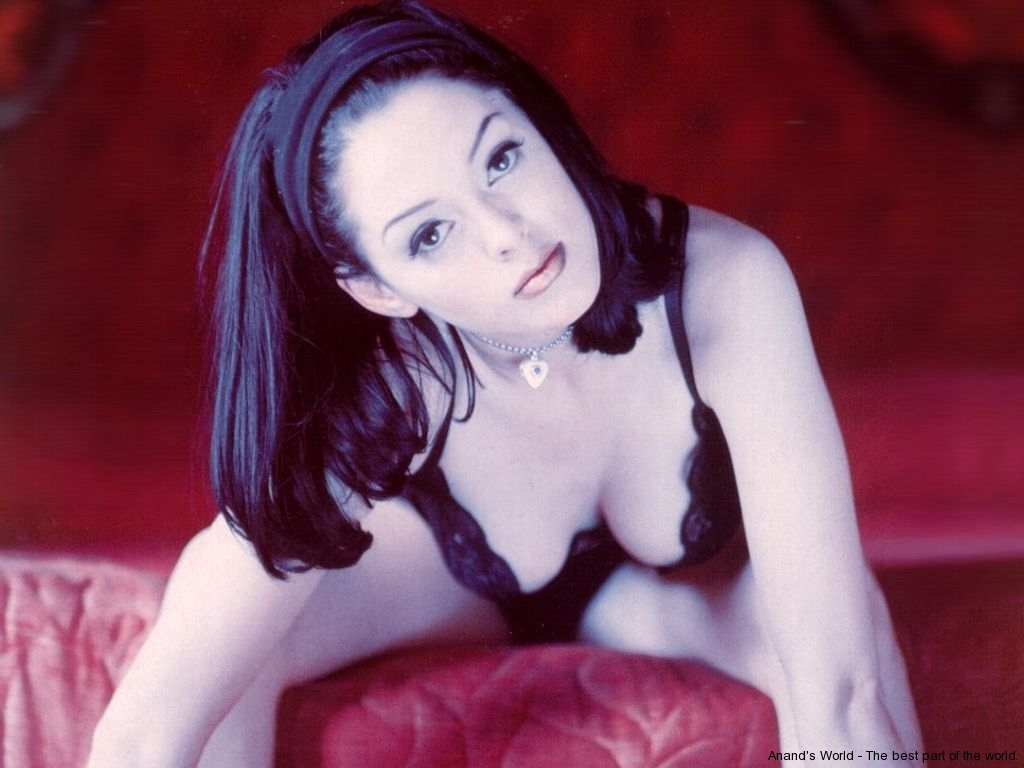 rose-mcgowan-13
