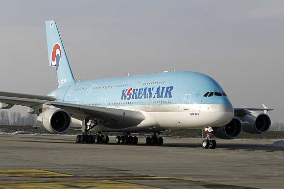 Airbus A380 airliner for Korean Air leaves