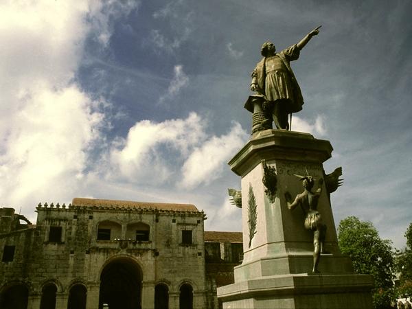 Parque Col n in the Colonial city, Santo Domingo