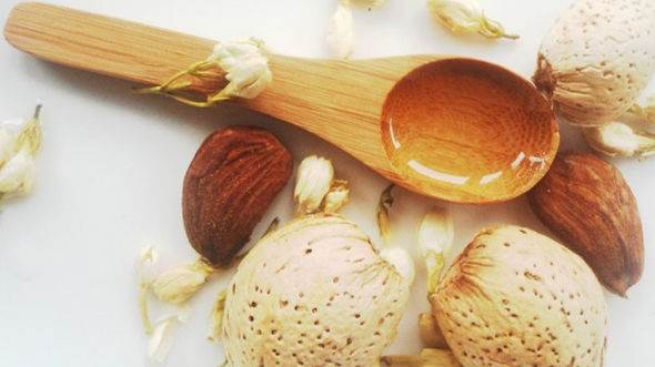 Almond-Oil-For-White-Hair